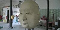 Kassandra Becker Grosse Maske in Ton