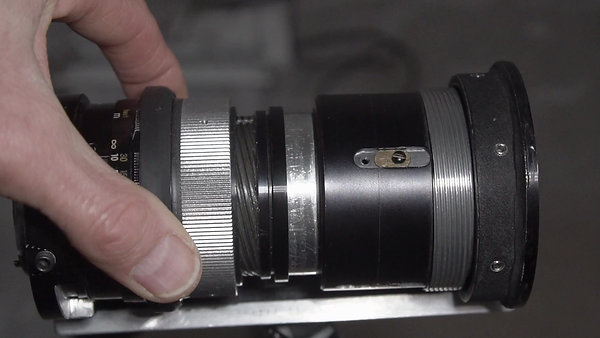 focusing anamorphic lens - the push-pull concept