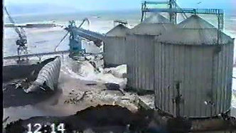 Strong storm on 20 February 1999 and damage of breakwater by storm waves in Giresun, Turkey / 20 Şubat 1999 tarihinde Karadenizde oluşan şiddetli fırtına ve Giresun Limanına etkileri