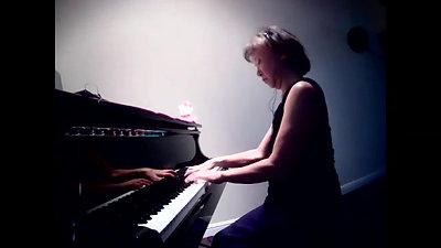 Kayoko Kuchiishi Plays Ravel Sonatina No.1