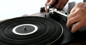 Preparing a turntable for shipment