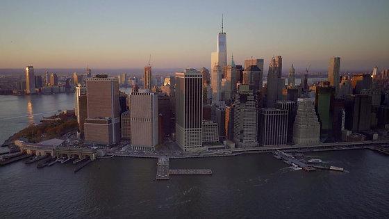 skyline-of-manhattan-in-new-york-city-D3H6K9F