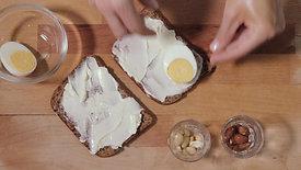Sandes de ovo cozido e queijo fundido