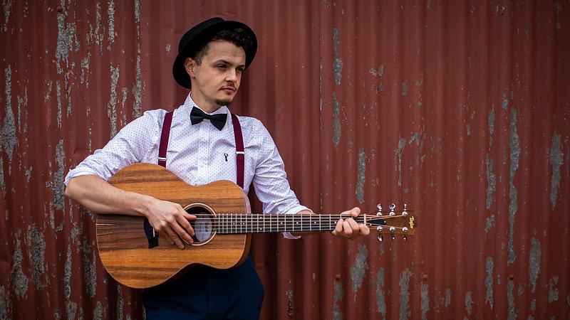 4k UHD Ash Francis Acoustic Wedding Singer