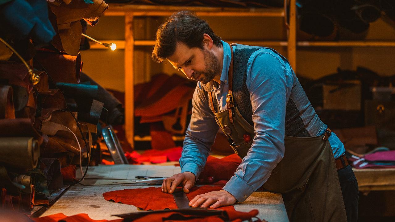 Mackenzie Leather Handmaking sporrans