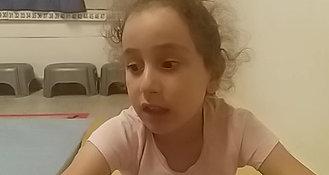 ילדה מדברת על הנחיה, תיעוד ומשוב....