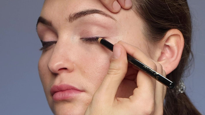 Non-hooded Eyes - Makeup Application Techniques