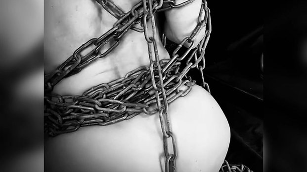 caresse-moi de tes chaînes