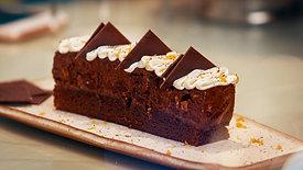 Torta Mousse de Chocolate com Marshmallow de Laranja Bahia e Praliné de Castanhas