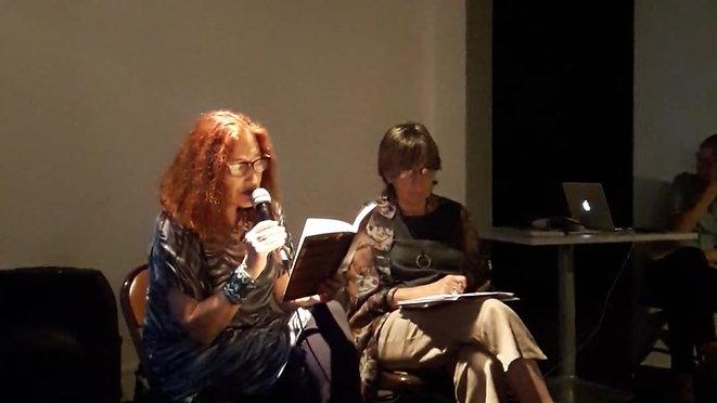 Eugenia Balcells lee a Gorka Lasa en el Museo de Arte contemporáneo