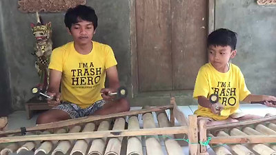 Trash Heroes play gamelan