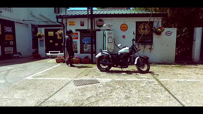 The Sinnis Hoodlum 125cc Cruiser - On The Road