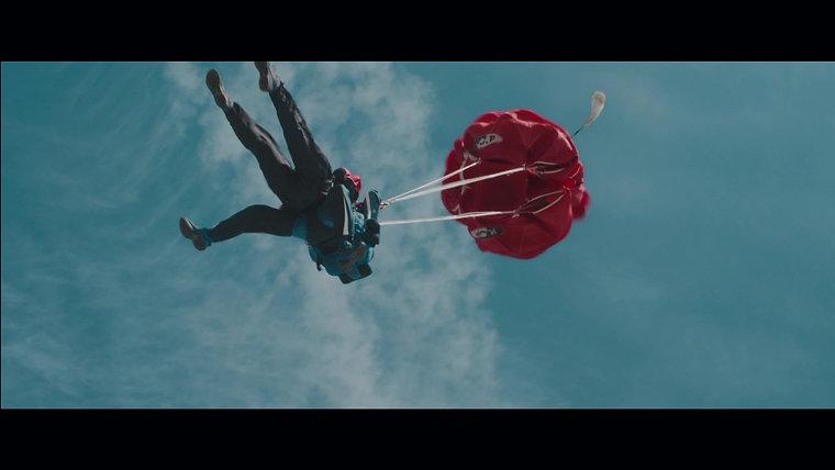 """Fujitsu """"Sky Diving"""""""