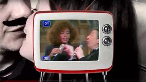 Chalet Rosa Todas las chicas deberían hacer el amor con sus amigos vídeo clip