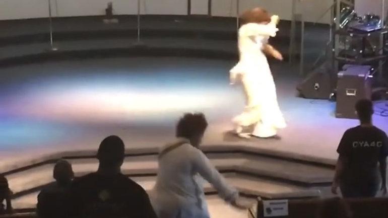 We Send Up Praise (Remix)- Psalmist Raine and The Refresh Team (Dance Excerpt 2)