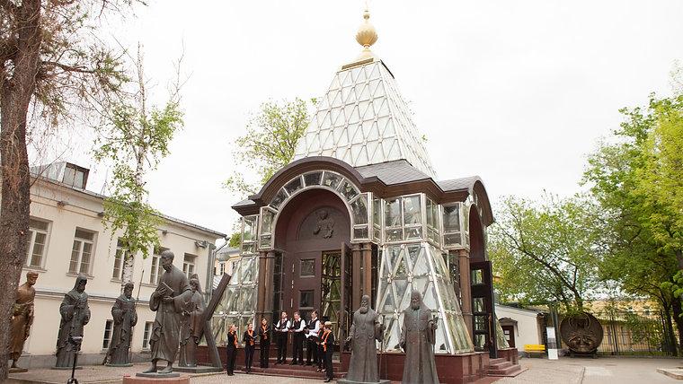 """Первый конкурсный день 10-го фестиваля """"Хрустальная часовня"""""""