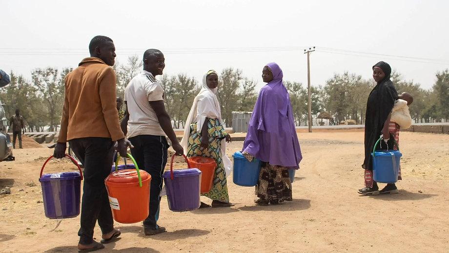 Bijzondere beelden van hulp aan moslimvluchtelingen in Nigeria