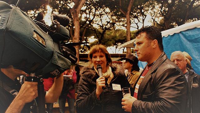 INTERVIEWS - TV'S & RADIO STATIONS