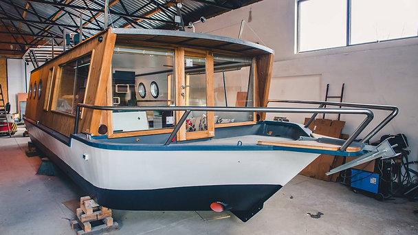 YB35 classic Houseboat