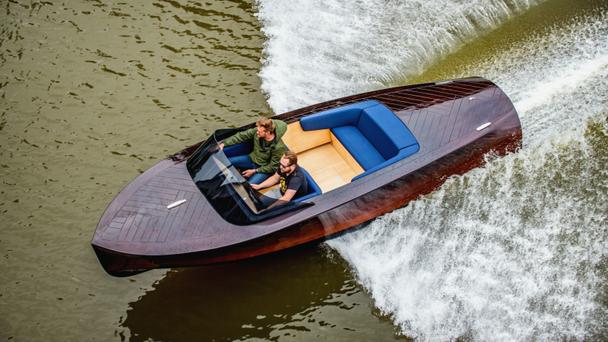Seznamte se s českou elektrolodí KeelCraft, má nahradit špinavé čluny se spalovacím motorem