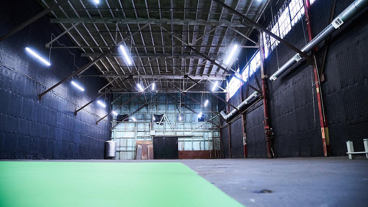 Studios 60 Grand 2 Stage