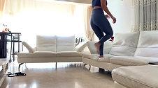 תרגיל כושר עם ספה בסלון