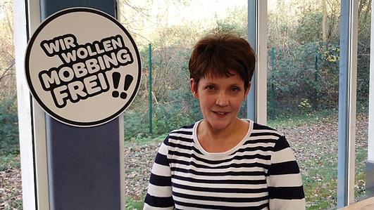 Frau Fischer, Schulleiterin