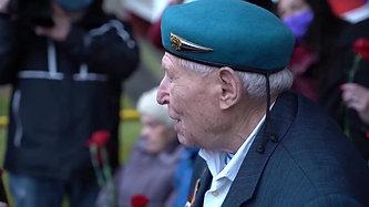 Поздравление 97-летнего ветерана ВОВ и ВДВ Семёна Исааковича Кантора с Днём Великой Победы.