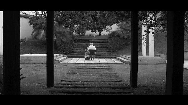 PELO CAMINHO DAS ROSAS VERMELHAS - FILME DIGITAL
