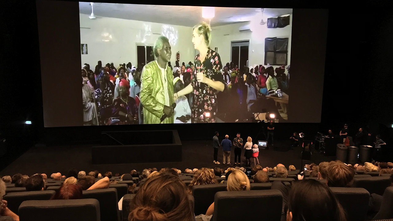 Simultaneous premiere 'The Other Side of Town'