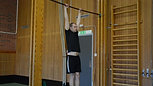 Chins steg 1 - Hänga i räcke med raka armar
