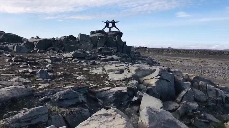 IJsland - Iceland - Ride into the midsummer night sun
