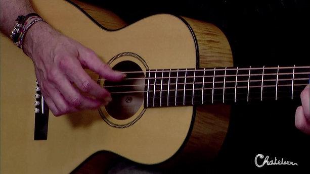 Dario Fornara suona la nuova chitarra Chatelier 'Parlor'