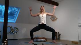 Moonrise Hours - Yoga & Weiblichkeit