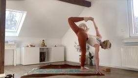 Vinyasa Flow Yoga - Hip & Heart Openers / 60 Minuten