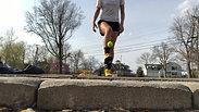 Liva Helt - Juggling a tennis ball