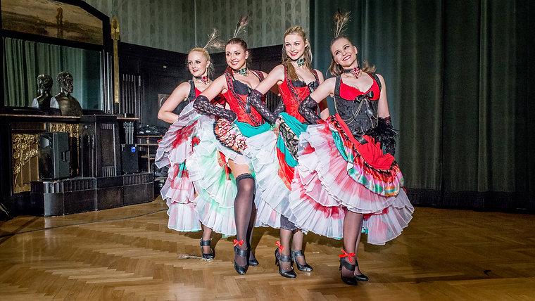 Francouzský kankán a westernové country tance