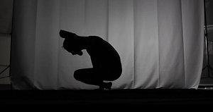 Hip Open Arm Balance Yoga - Web Short