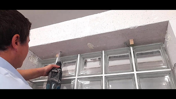 Montaż okna z pustaków szklanych