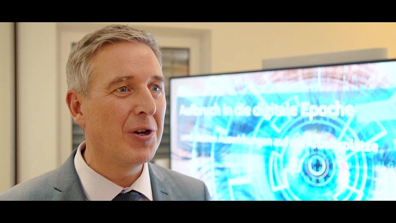 Staatssekretär Christoph Dammermann in der Scanfabrik