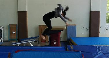 Lauryan - premier saut de main salto