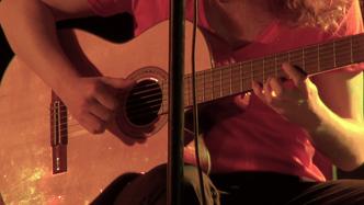 Amar y Lys: While My Guitar Gently Weeps