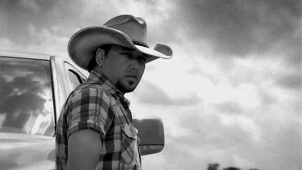 "Jason Aldean ""Dirt Road Anthem"""