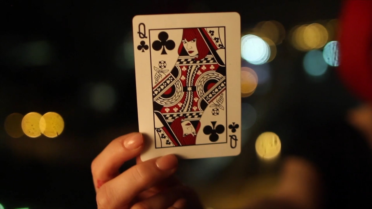 Laura London Magician / Sleight of hand artist Showreel 2020