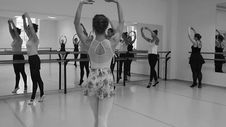 Lekcja baletu dla dorosłych w Art Project Dance Education
