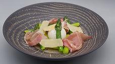 SPARGEL mit weich-gekochtem Ei, Parmaschinken und Parmesan