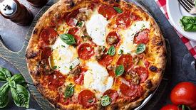 Mozzarella raspeln / Mozzarella Grating