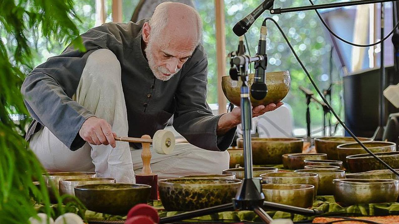 Tibetan Bowl Master Mark Handler