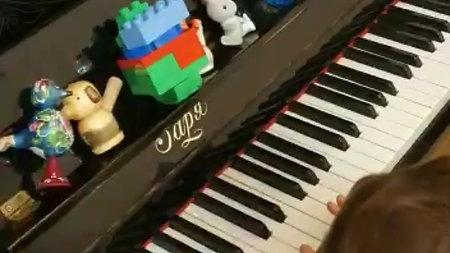 Как Макар научился играть на фортепиано