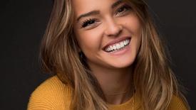 Diamond Peel on Model/Actress Vale Gente